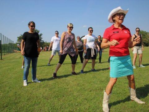 Spaß beim Line Dance der Western Games