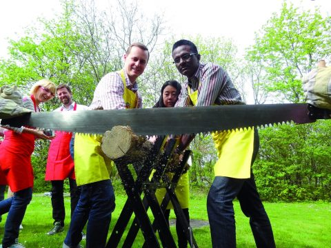 Wettsägen - sawing at your Teamevent with RETTER EVENTS