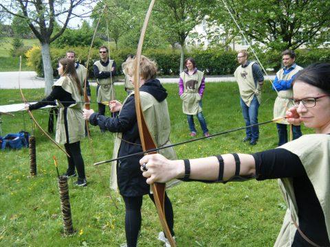 Bogenschießen - Präzision beim Teamevent beweisen
