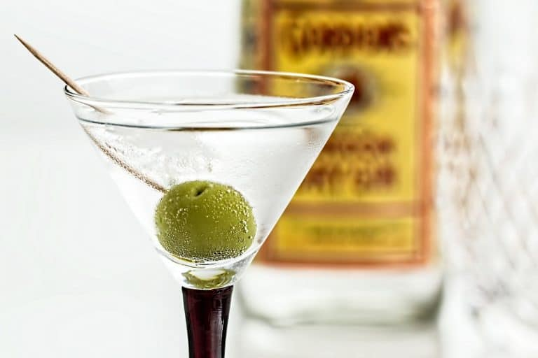 Gin Glas mit Olive
