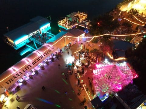 Vienna City Beach Club bei Nacht