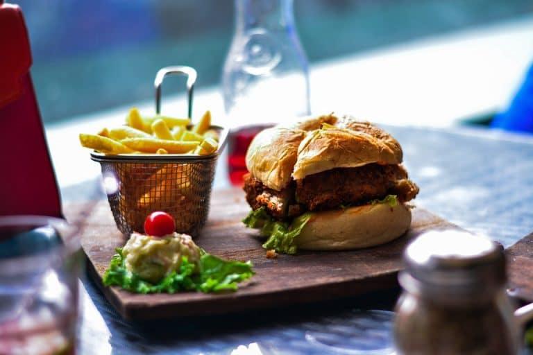 Burgermania mit Köstlichkeiten von RETTER EVENTS