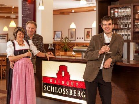 Familie Wertek des Weinguts Schlossberg