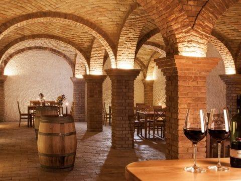 Weinkeller im Weingut Schlossberg