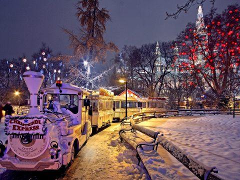 Am Weihnachtsmarkt in Wien mit RETTER EVENTS