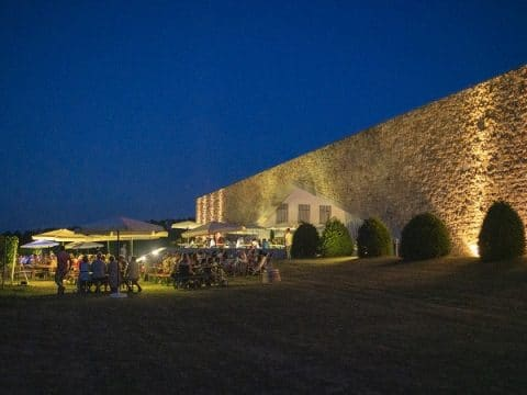 Beleuchtete Fassaden am Weingut Eichenwald