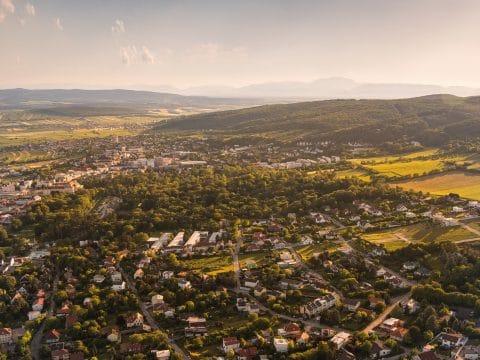Eisenstadt von oben mit Schloss Esterhazy und Schlossquartier